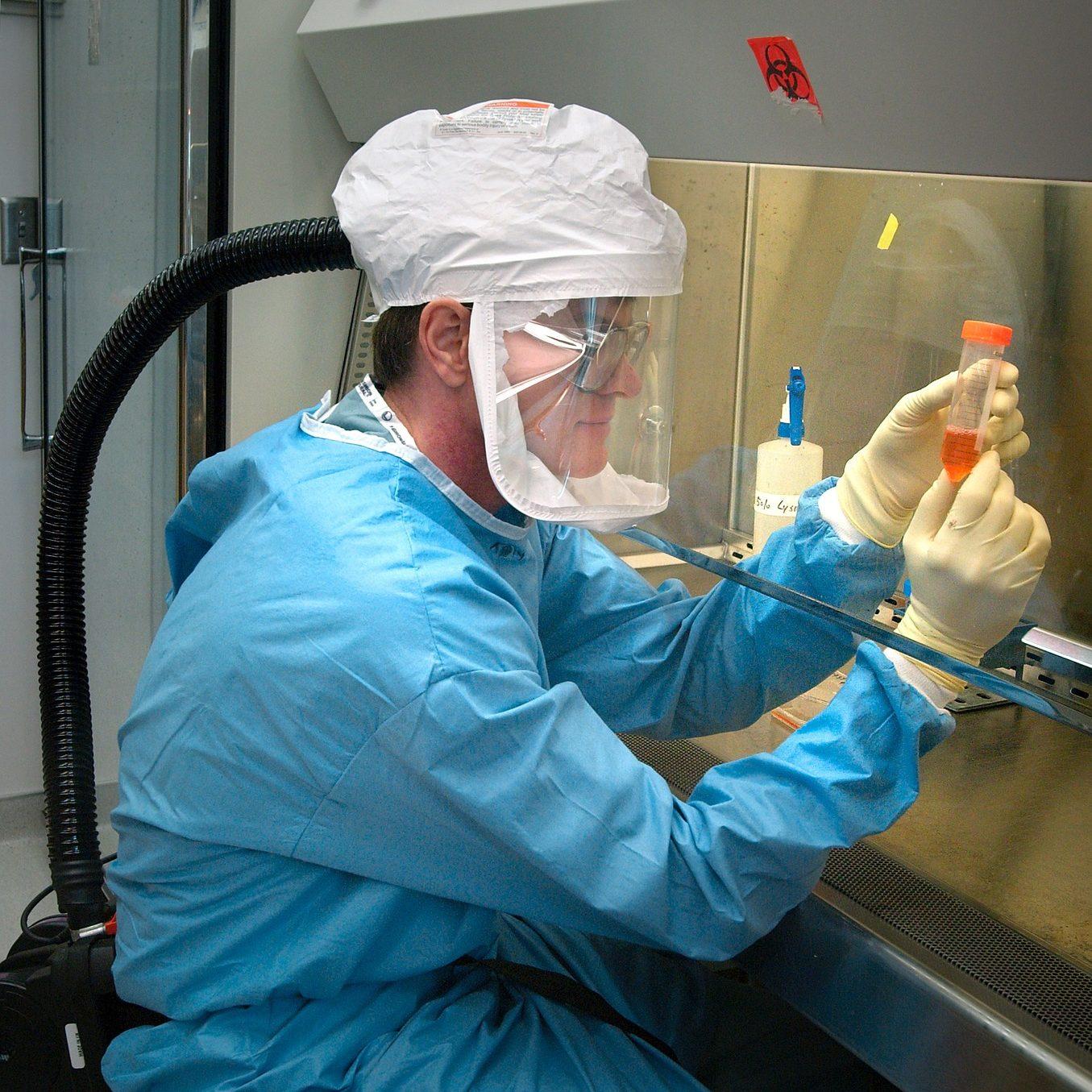 microbiologist-1332292_1920